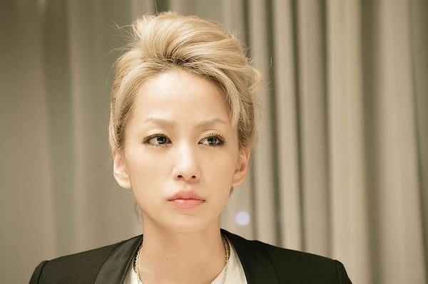中岛美嘉 mika nakashima;美是美,就是太瘦,钱袋子都提不动图片