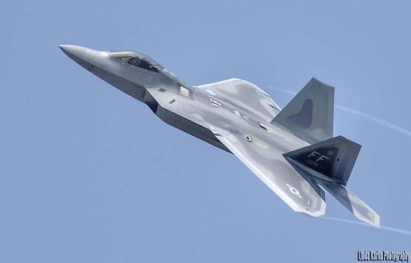 室友美国人,总说中国设计的j20是偷了f22和f35的技术?