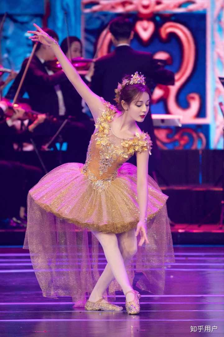 首先,手形,腿,小学,脚,基本的膝盖膝盖都不对,形体都是松的,没有延伸年级一芭蕾姑娘棉花下册教学设计图片