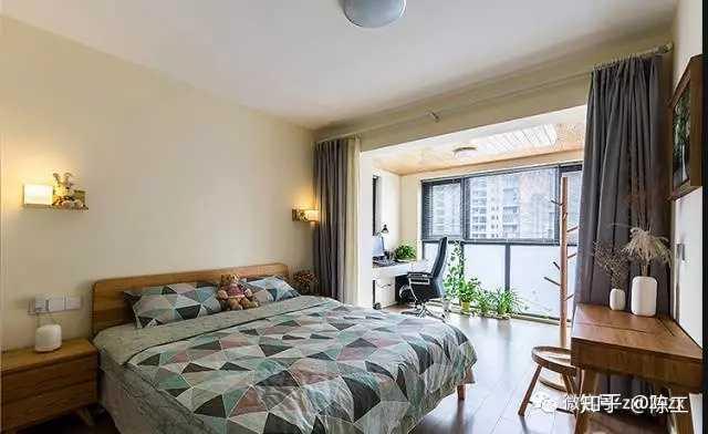 卧室阳台和客厅阳台想通,如何装修?