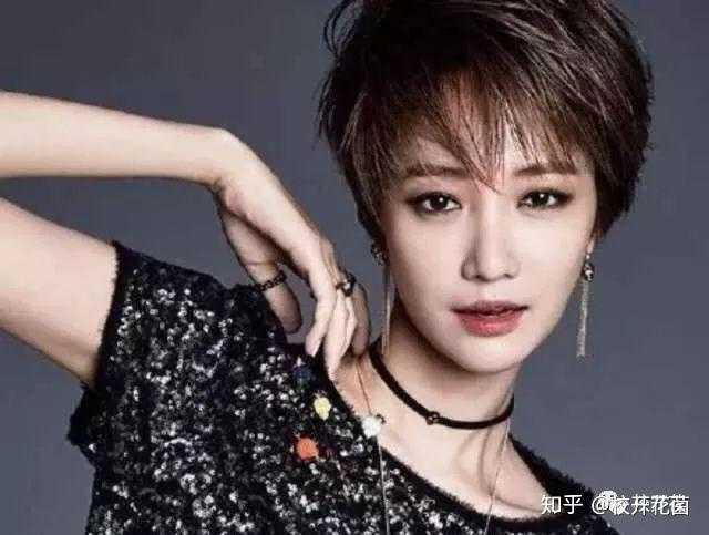 """小女人味,知性 还记得韩剧《她很漂亮》中 的""""短发女神""""高俊熙吗?图片"""