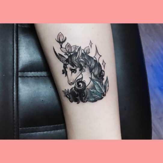 所以就想到纹身遮盖,当时纹出来简直觉得太美了!