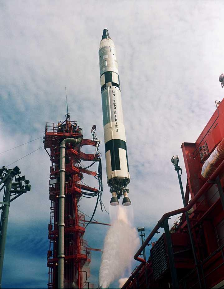 俄罗斯载人飞船发射后火箭故障,两名宇航员逃生返回地面!视频