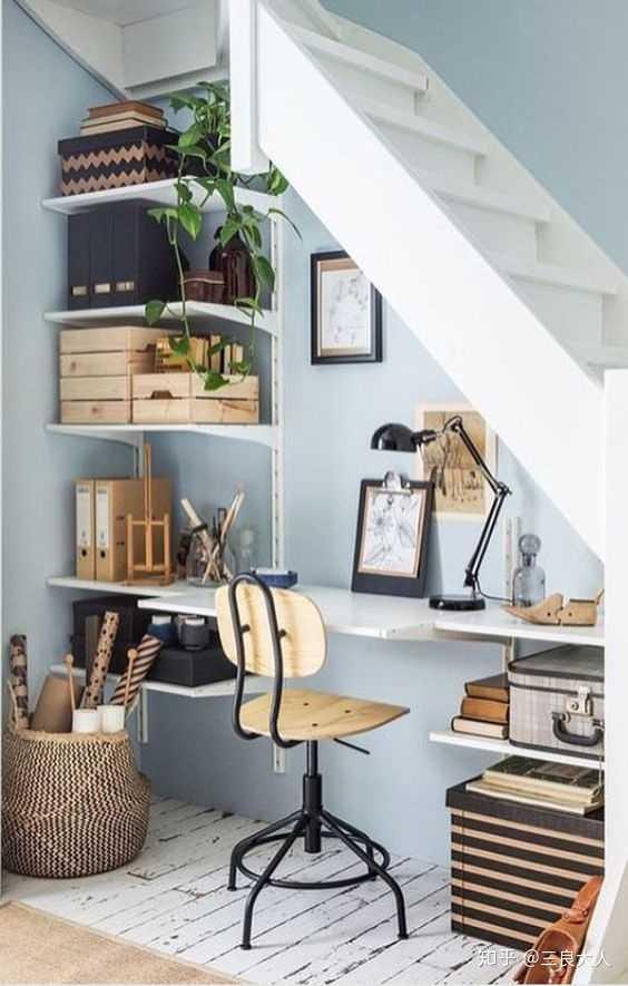 家里是二层复式楼,楼梯下方可以怎么布置?