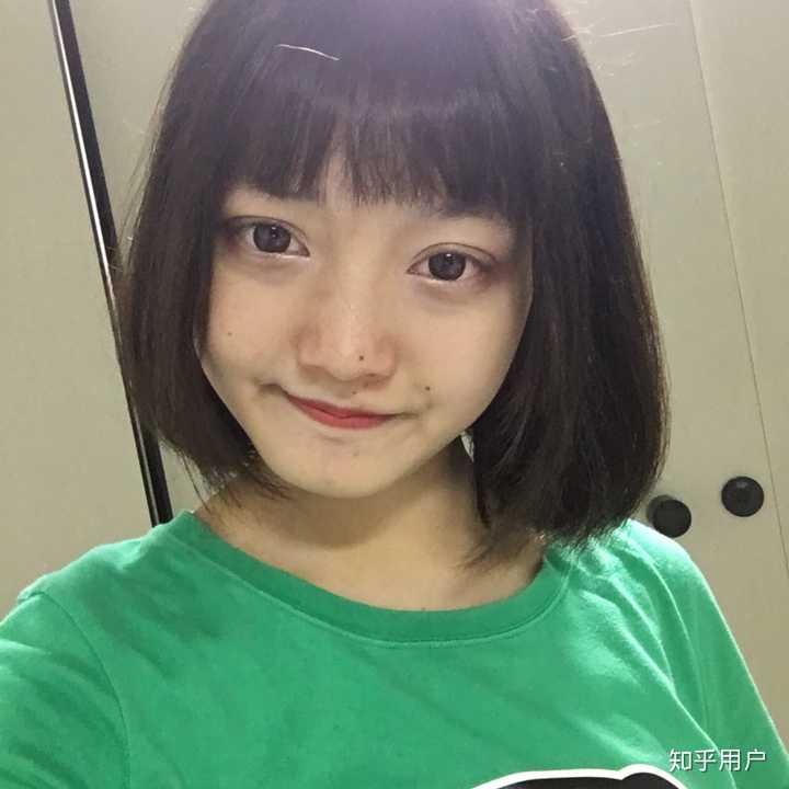 女生头大,脸圆,脖子短,头发厚,发质硬,什么发型好看?