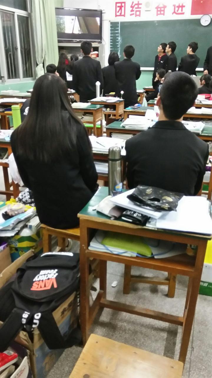 晋江养正中学,夏天白衬衫,冬天西装.图片