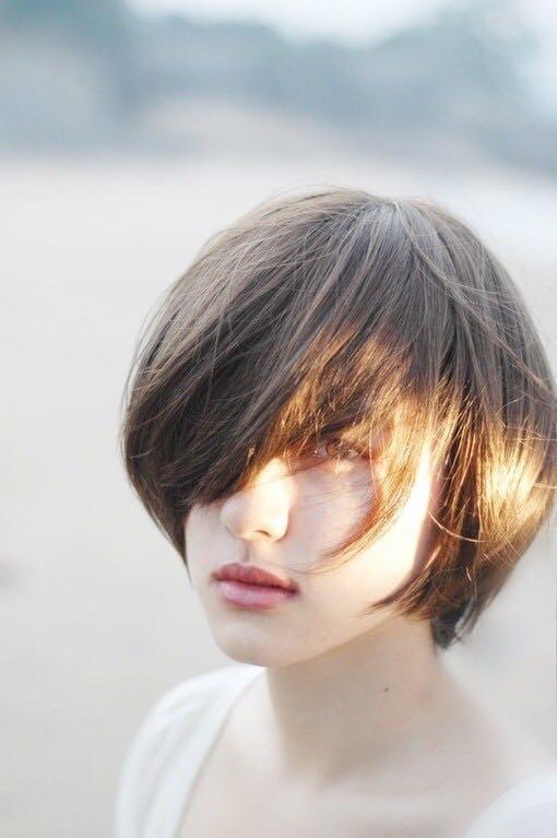 短发女生拍写真怎么摆姿势表情好看?