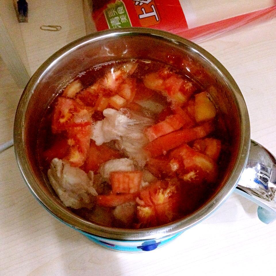 在条件一个小只有美食的小吃下做出相对美电锅容量特色鸡爪浙江图片