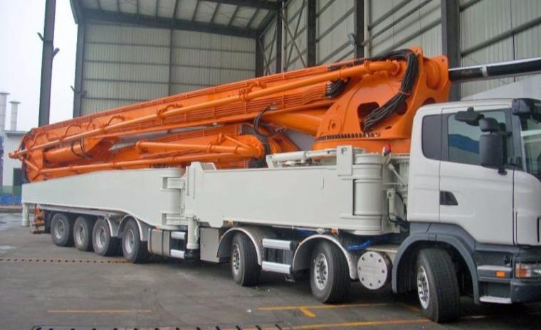 中联重科101米混凝土泵车,可一次性输送混凝土到30多层楼
