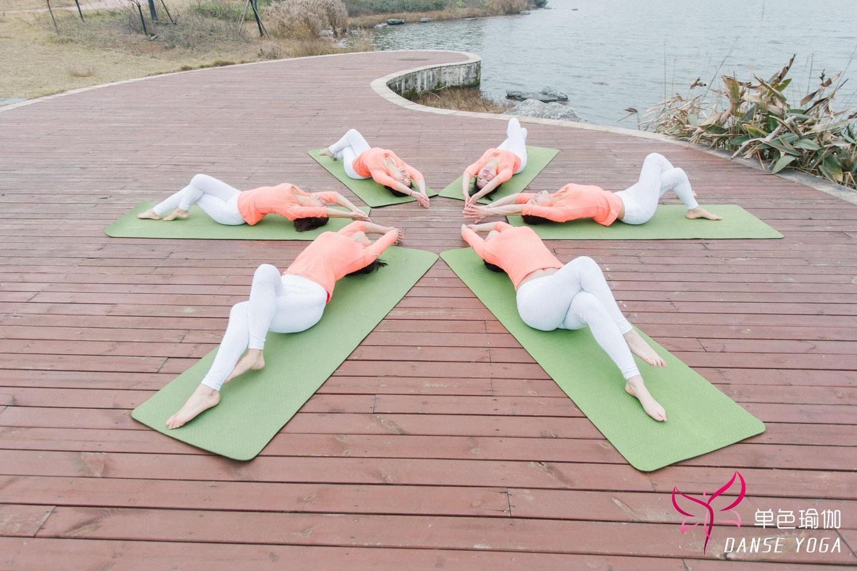 瑜伽使人静心的的动作有哪些?图片