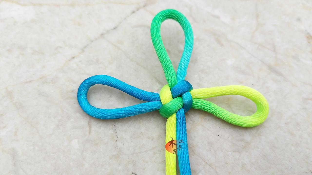 万字结是一种中国传统手工艺品,属于中国结.