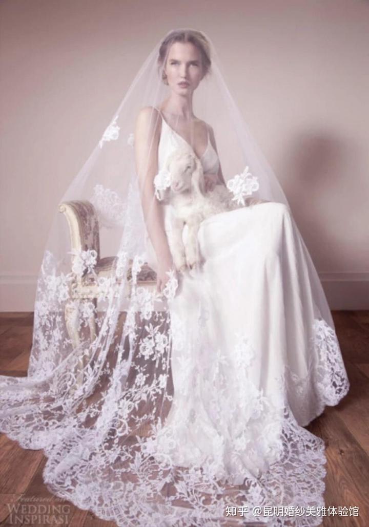如果说还有什么能在婚礼上为天蝎座增光添彩的话,非净版蝉丝婚纱莫属