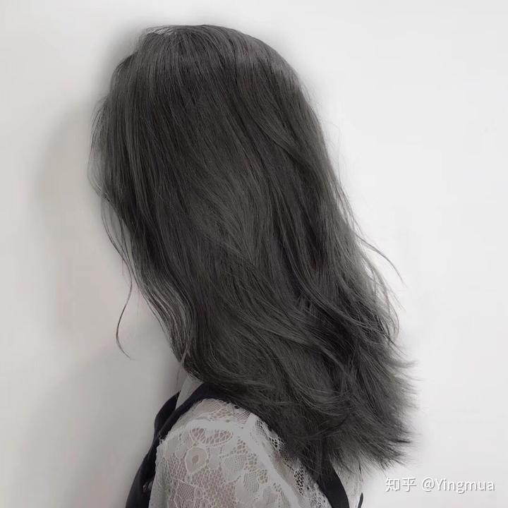 我头发灰色,染了一段时间,褪色有些黄,要是想染黑可以
