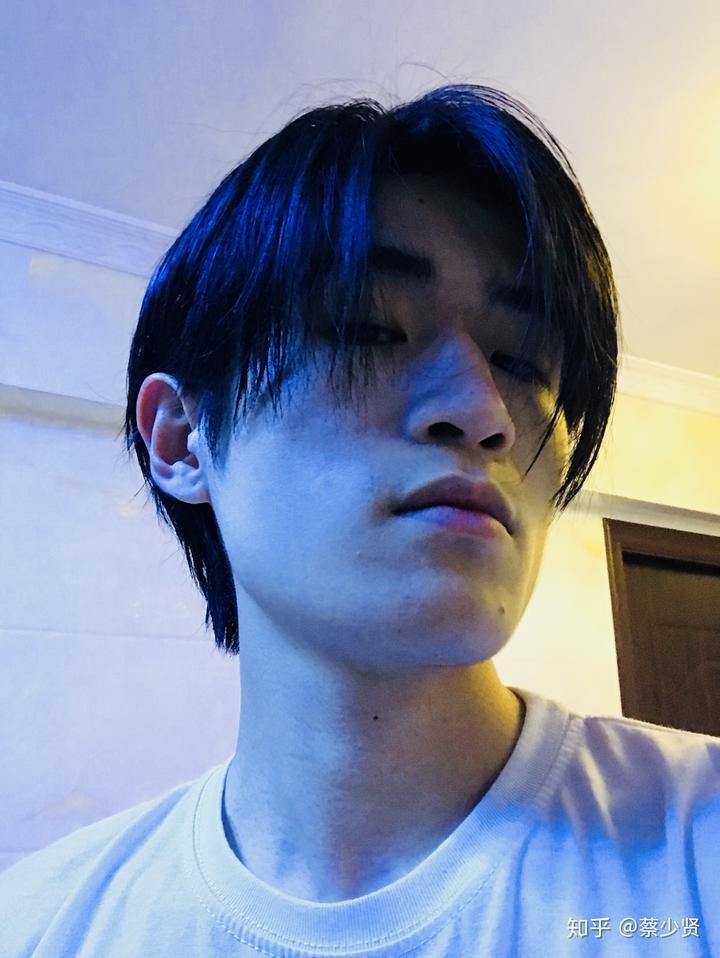 本人留长头发三次,剪掉两次,现在是第三次留长.图片