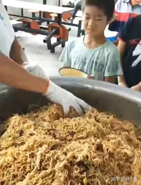 如何看待芜湖幼儿园给儿童吃长虫的大米,导致多名儿童