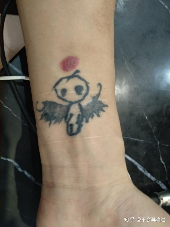 再讲一个我同事的纹身 真的是我见过的最丑纹身哈哈哈 我就很难理解