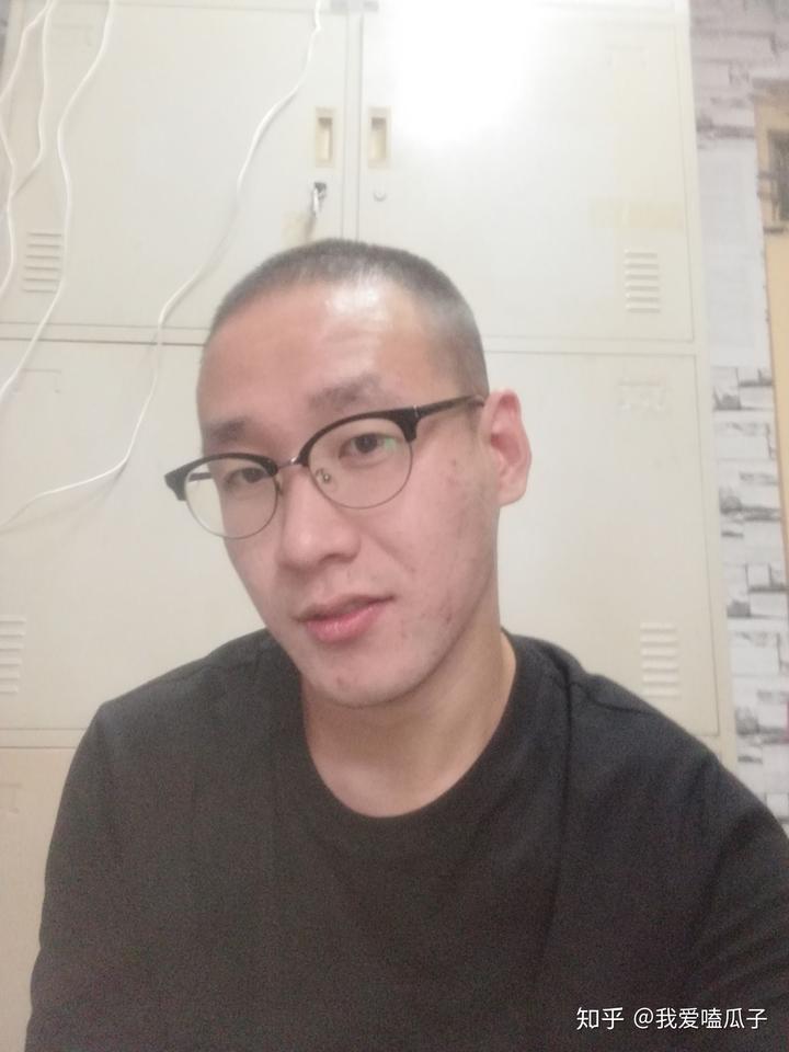 上了大学以后头发是怎么也留不长了,发际线也日益升高,这时候我才图片