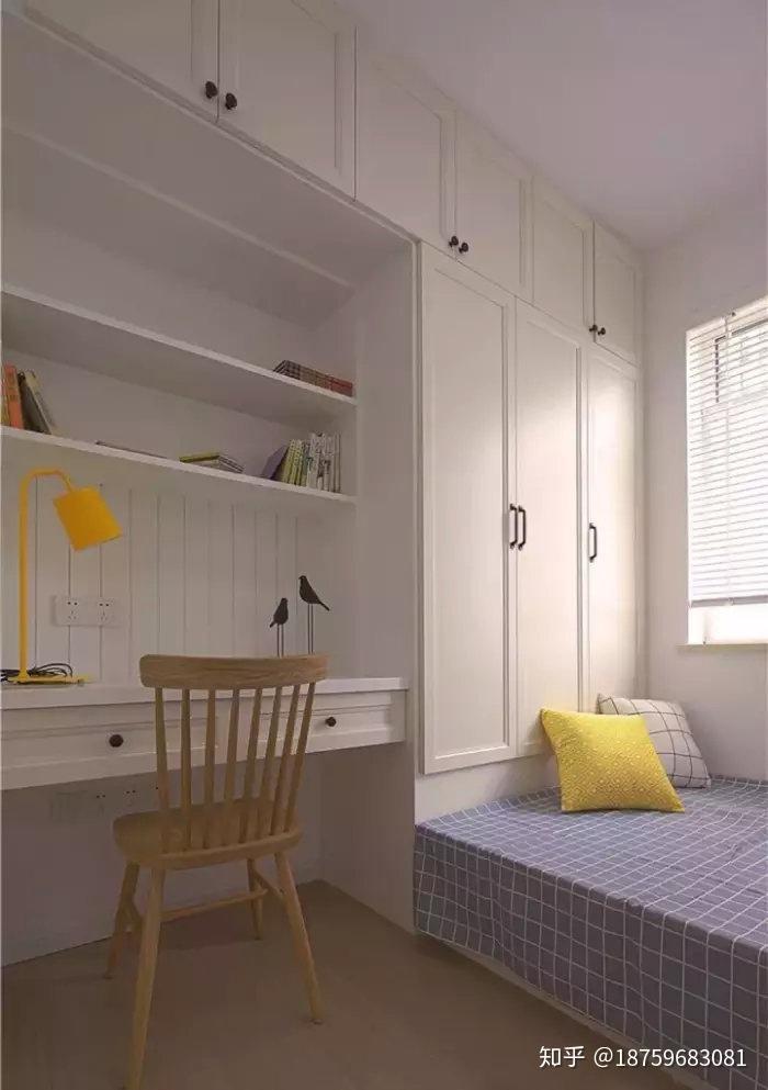 小户型书房做个榻榻米床搭配书桌和书架,紧凑又实用图片