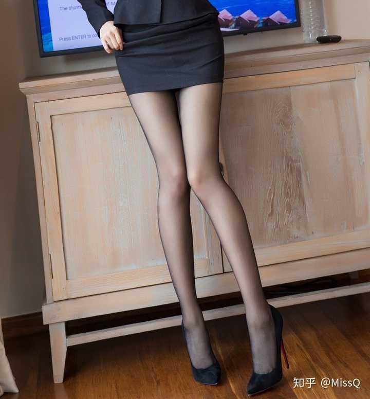 女性上班族为什么喜欢包臀裙配丝袜?