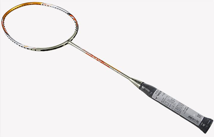 尤尼克斯、胜利和李宁三个品牌推荐一个入门级的羽毛球拍,你会推荐哪款?