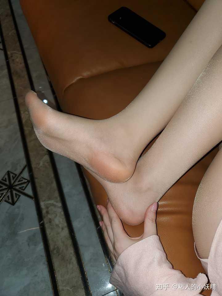 连裤丝袜如果只是在脚趾处破了个洞露出一个大脚趾就继续穿,这样的现象在穿丝袜的女生中有多少?