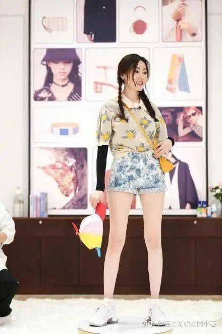 如何评价蔡徐坤给何穗搭的衣服呢?是高级的吗?