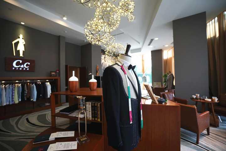 第一次定制一件西装,应该怎么选择西服的颜色?