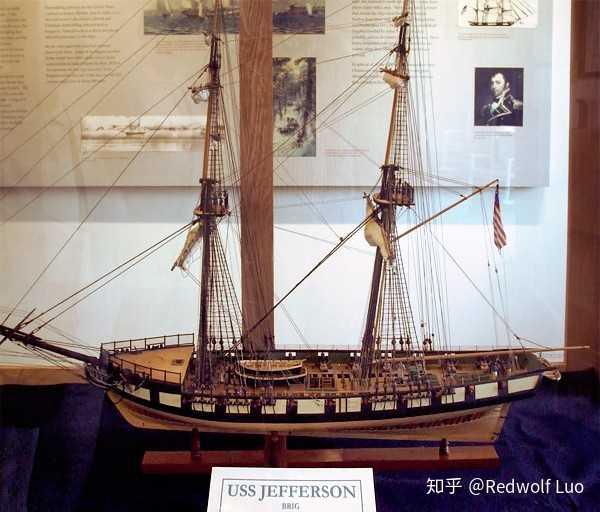 之前看到百度百科上说USN第一艘以在世名人命名的军舰是阿利伯克,为什么不是弗莱彻级呢?