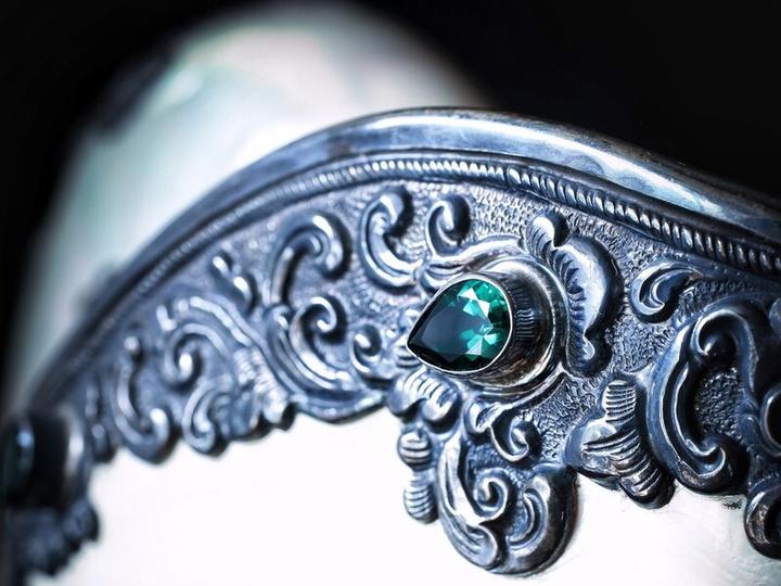 女生戴银铃铛的禁忌(佩戴银饰有什么讲究)插图(31)
