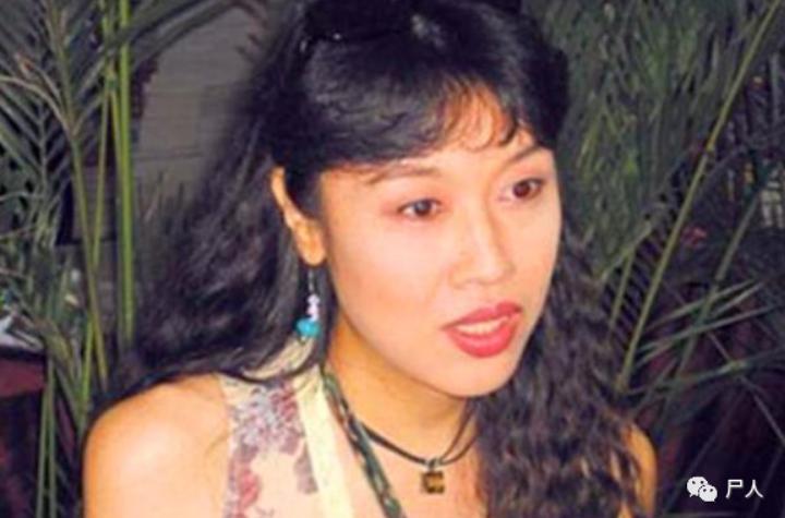 中国变性第一人?进女厕、来姨妈,网红Abbily假变性事件后31