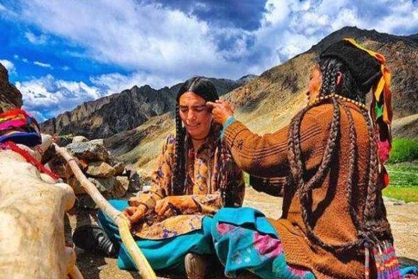 喜马拉雅山属于哪个国家的(喜马拉雅山的原始部落怎么样呢)