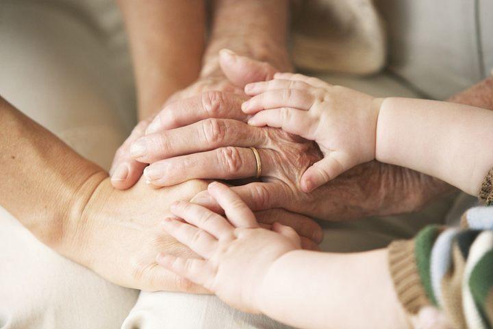 中年人或大龄工人,上有老下有小,一旦失业压力会逐渐放大!