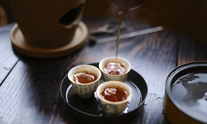 茶垢怎么一泡就掉(泡茶留下的老茶渍如何清洁)插图(1)