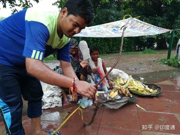 没在街头吃一次烤玉米都不敢说自己去过印度-印度通