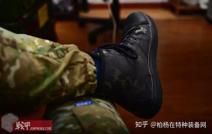 莆田鞋级别,战术范板鞋——君洛克MC暗夜迷彩作训鞋来了