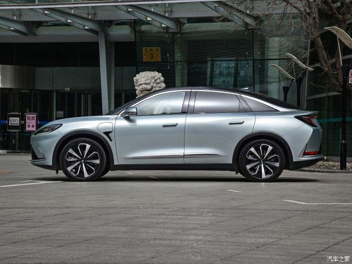 极狐将新发布轿车阿尔法S 车长近5米续航超700公里