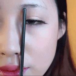 张图/第一步:在眉头内眼角画条竖线,第二步:瞳孔外缘与眉毛连接处...