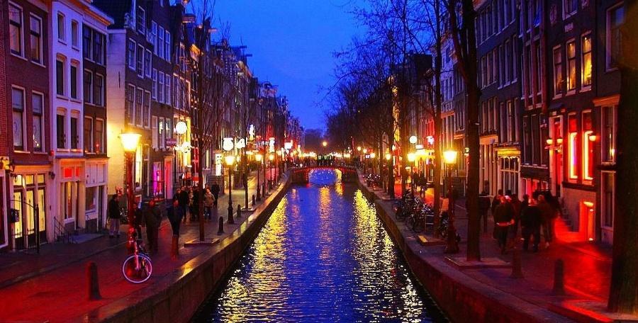 阿姆斯特丹 | 毒品、性与梵高的幻觉,留在落日时分庄严的水城