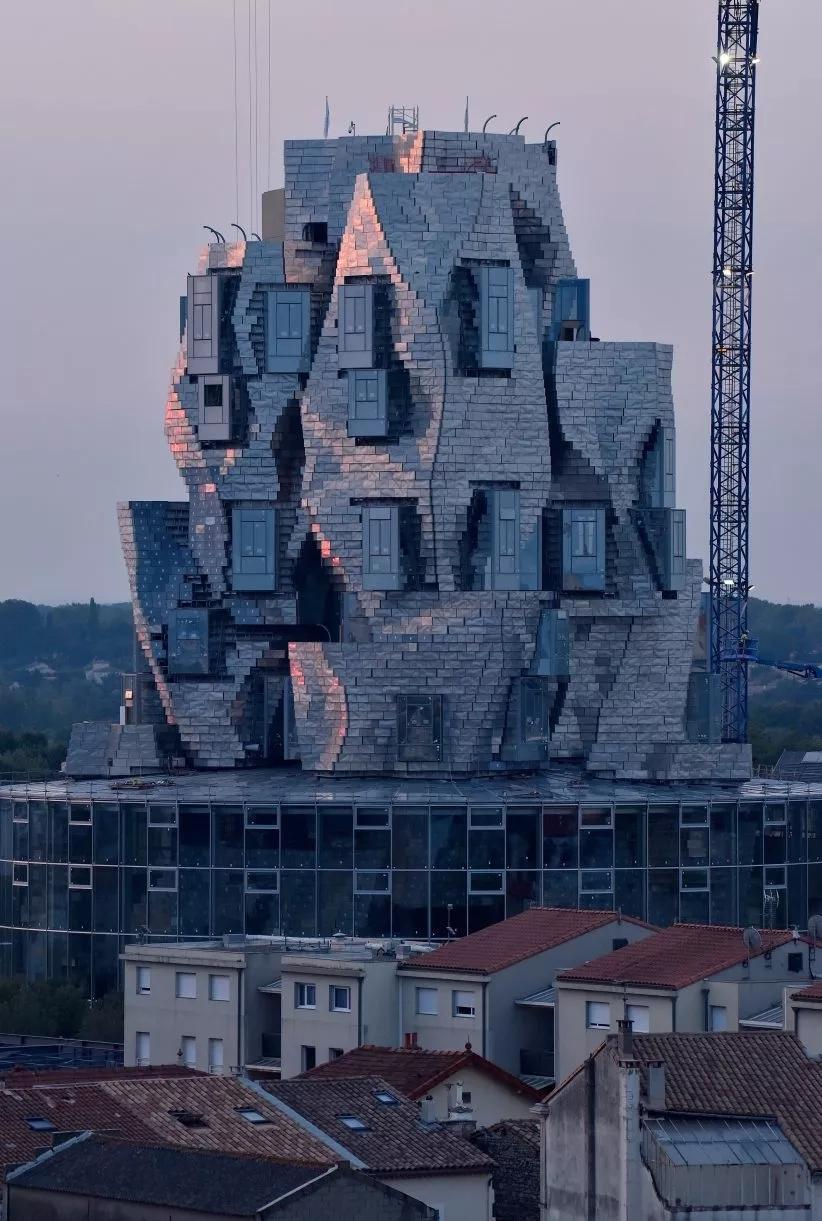 解构主义建筑风格_重组作品集灵感,什么是解构主义? - 知乎