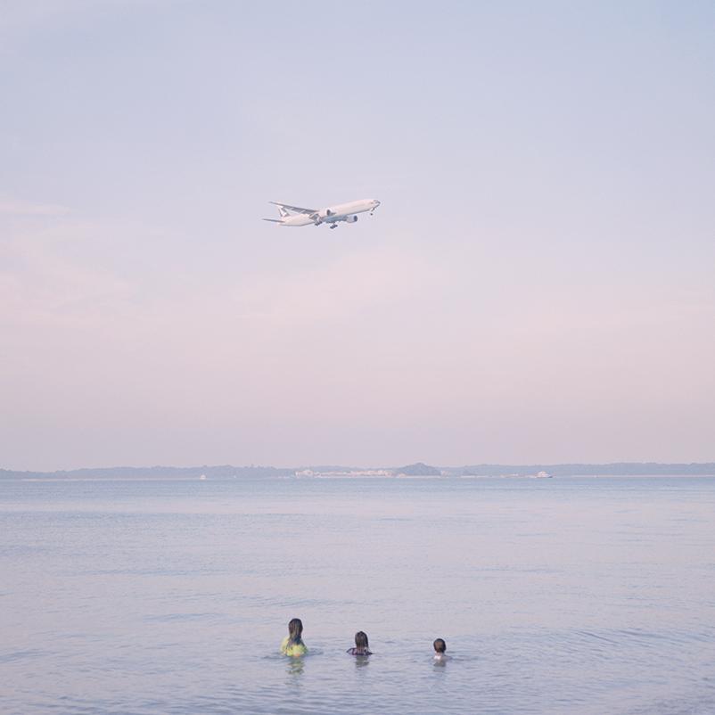 他拍出了一个粉色的新加坡;自出版摄影书,入围纽约时报年度十佳