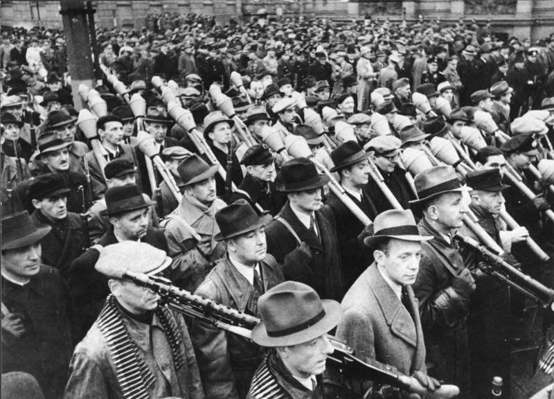 千年帝国的最后武器——人民冲锋队的轻武器