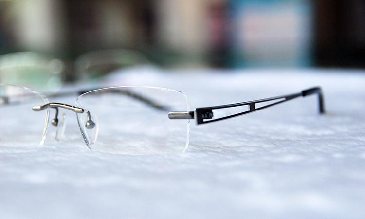 眼镜鼻贴怎么贴_怎么选择适合自己的眼镜? - 知乎