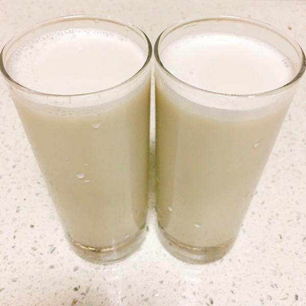 在牛奶中添加蜂蜜是好的嗎?你能喝你的蜂蜜嗎?