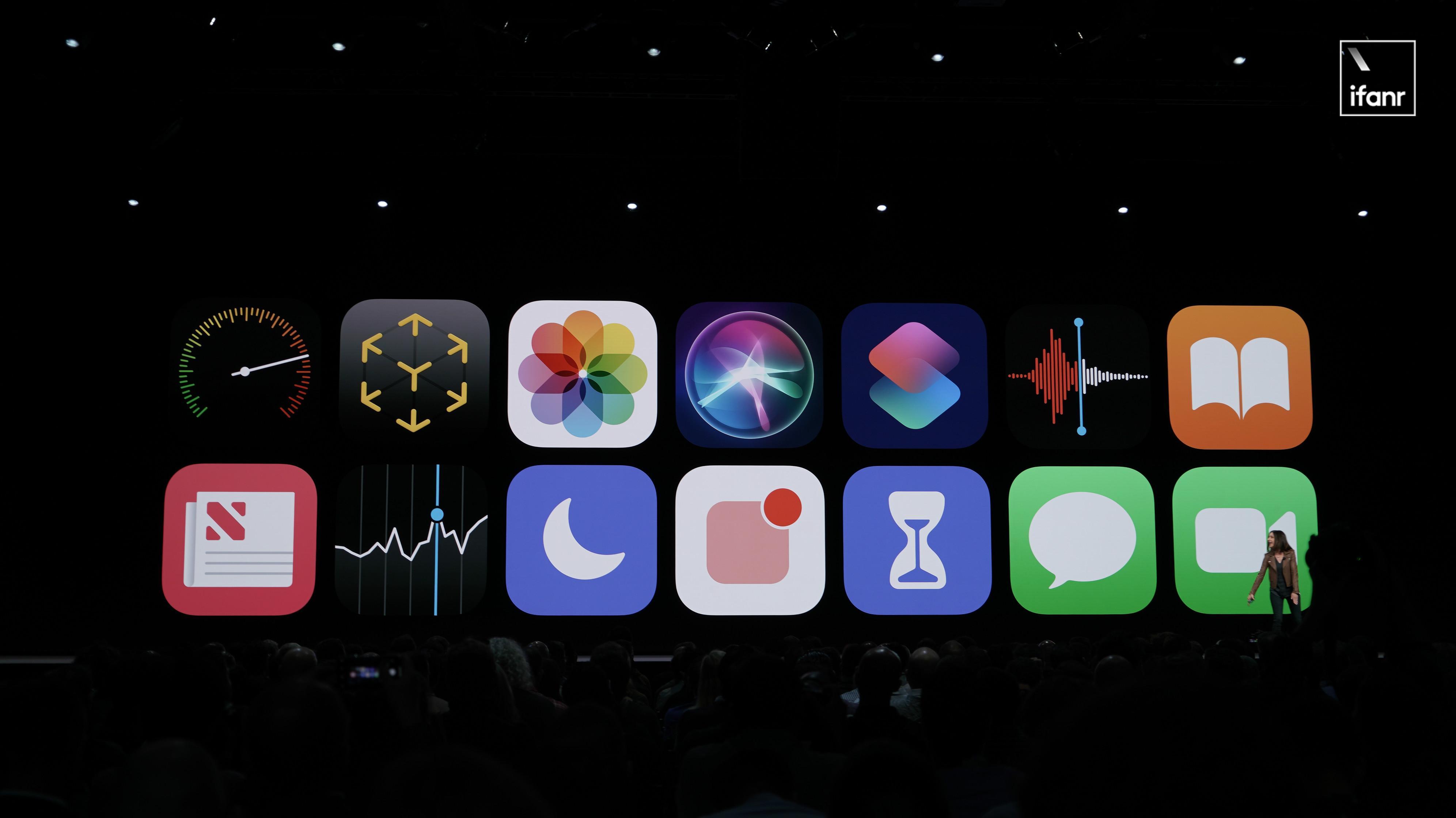 苹果有 N 种方式来办一场好看的发布会,但它偏偏选择了最沉闷的一个