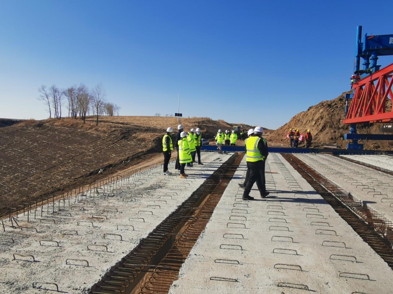 绥大高速公路续建项目复工