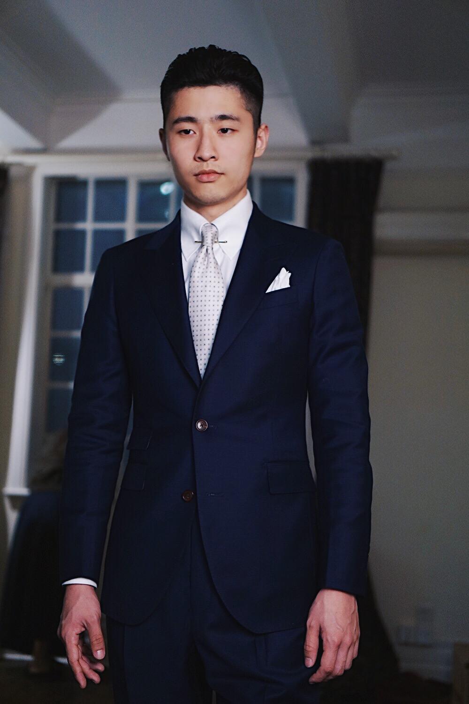 藏青色的西藏配什么领带_马上结婚了,定做了一套藏青色的西服,请问我结婚的时候该 ...