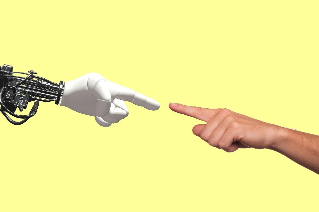 你不是人,是数据、流量和广告机器| 知乎早报 20200525