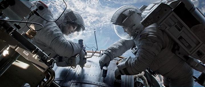 为什么科幻片里的飞船都自模拟地球重力?