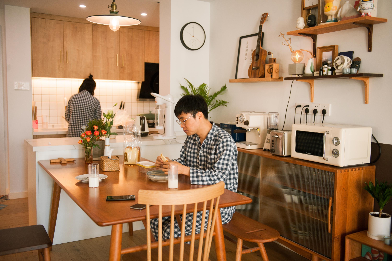 83㎡住两人一猫,开放式厨房、吧台、超多储物...打造日式混搭风美宅!