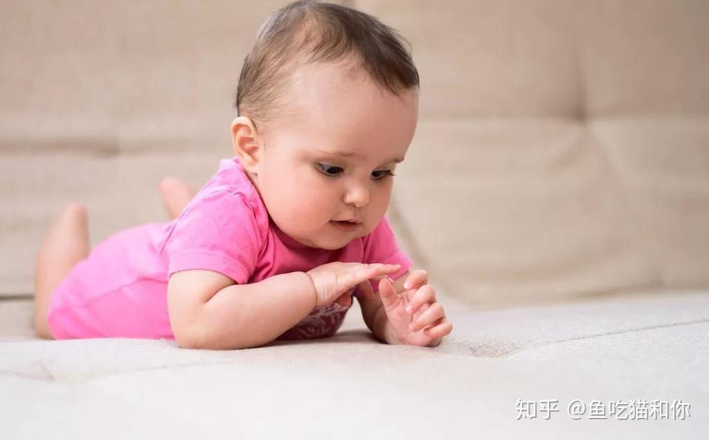 宝宝出生多久可以剪指甲图片